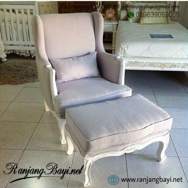 sofa kamar bayi ibu menyusui